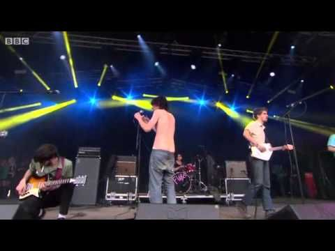 Fat White Family - Live At Glastonbury 2015 - YouTube
