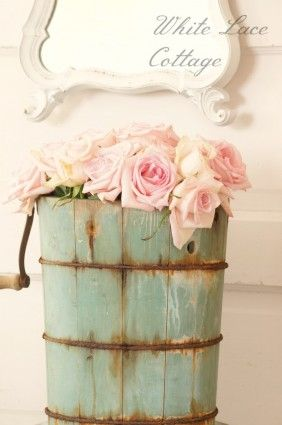 I have an old ice cream churn just like this, and I never thought of using it for flowers!  This is a wonderful way to display my family heirloom.