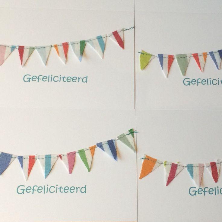 Nieuwe felicitatiekaarten met retro vlaggetjes.