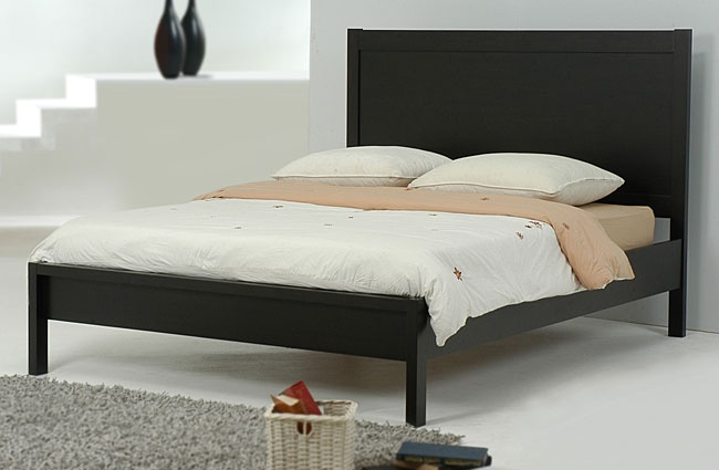 Nice simple cheap queen size bed :)