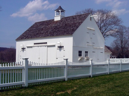 Country Carpenters' Barn Kits - Click to find beautiful post & beam barns, sheds, garages and carriage houses in do-it-yourself building kits by Country Carpenters, Inc., of Hebron, Connecticut. You can download their free catalog.