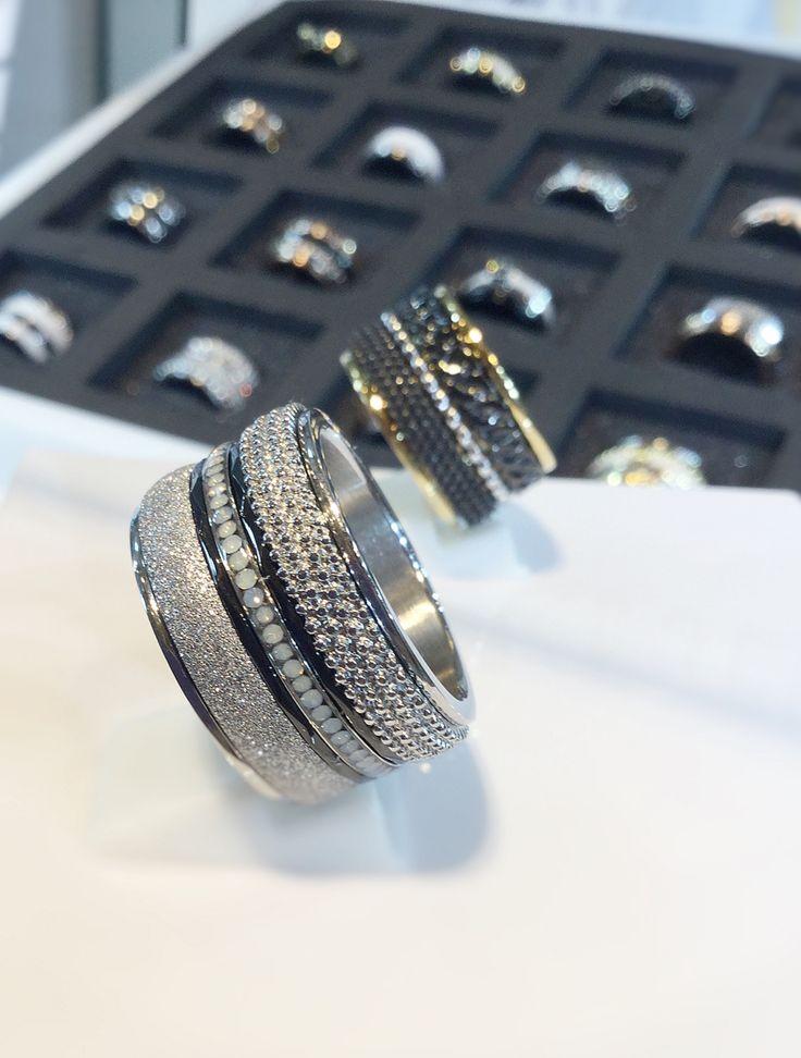Prachtige zwarte iXXXi ringen!