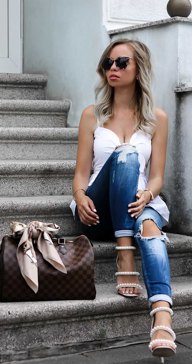 Sommer Outfit mit weißem Peplum Top von h&m, Jeans von Zara, Prada Sonnenbrille, Louis Vuitton Speedy 35 Tasche, und Sandaletten mit Perlen von Missguided. Streetstyle, Style, Blond, Look, Lookbook, outfit of the day, ootd