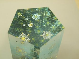 Akane Yamamoto / kirikane(decorated systematically arranged gold foil shapes) artist / 截金作家 山本茜 「六花」