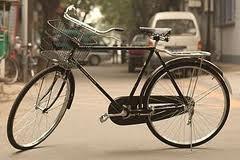 Η Λάρισα από το 2003, διαθέτει ποδηλατόδρομους συνολικού μήκους 10 χιλιομέτρων.Με την μελλοντική επέκταση τους, προβλέπεται να φτάσουν συνολικά τα 54 χιλιόμετρα μήκος