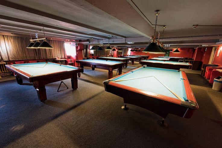 Sala Szkockato jedna z trzech klimatyzowanych sal mieszczących się w największy snookerowo-bilardowy klubie Warszawy - 147 Break. Duża sala poolowa ma powierzchnię 190 m2i jest przeznaczona na spotkania w gronie60-70 osób. W pomieszczeniu znajduje się9 stołów poolowych.Urządzony klasycznie klub znany jest z przyjaznej atmosfery oraz doskonale przygotowanych stołów. Świetnie sprawdzi się podczas firmowych imprez integracyjnych i niebanalnych spotkań okolicznościowych.