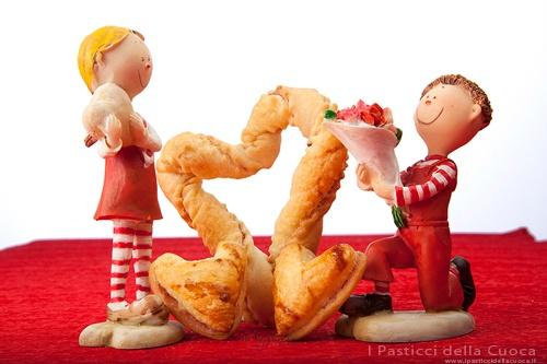 Biscottoni di San Valentino con pasta sfoglia, pasta frolla e marmellata