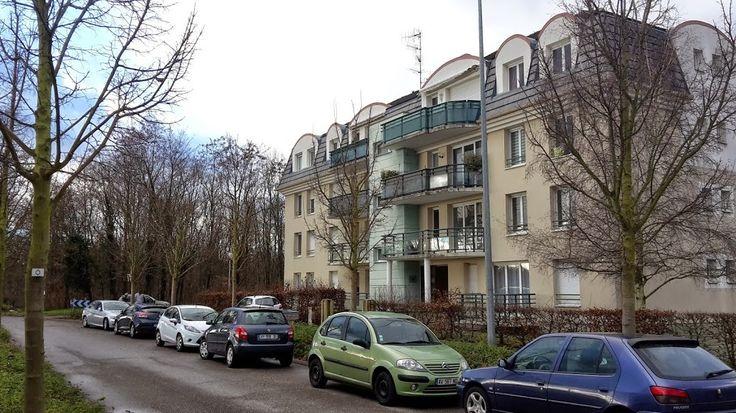 Lumineux 4 pièces d'environ 74m², en très bon état, situé en bordure de forêt (Domaine de l'Europe). Le logement est situé en rez-de-chaussée d'un immeuble calme, construit dans les années 2000. Cuisine équipée: four, LV, frigo/congélo, bruleurs au gaz,...