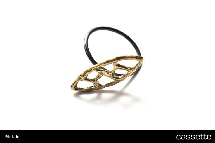 Pik Takı / Altın, Siyah Yüzük – Gümüş >>> http://shop.cassette.com.tr/pik-taki-altin-siyah-yuzuk-gumus