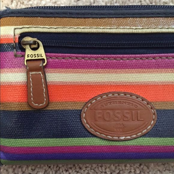 Fossil wallet Has a few minor scuffs but it's still in amazing condition and super cute! I absolutely love it but I don't use it anymore because I got a different fossil wallet! Fossil Bags Wallets