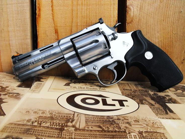 Pin By Riley Greenwood On Freedom Hand Guns Guns Ammo
