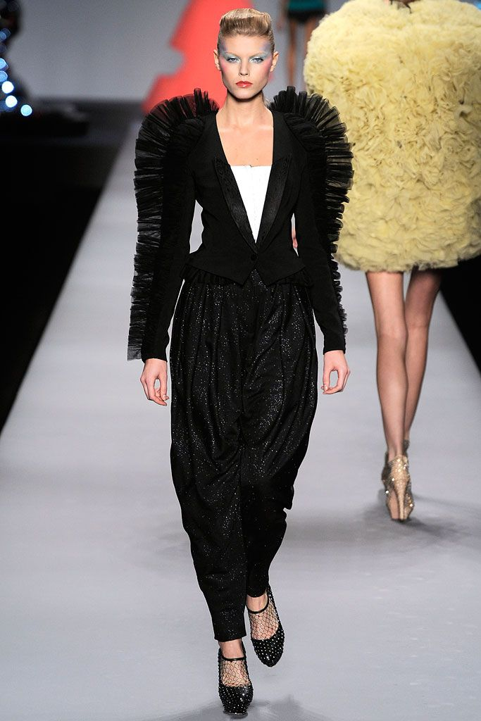 Viktor & Rolf Spring 2010 Ready-to-Wear Collection Slideshow on Style.com