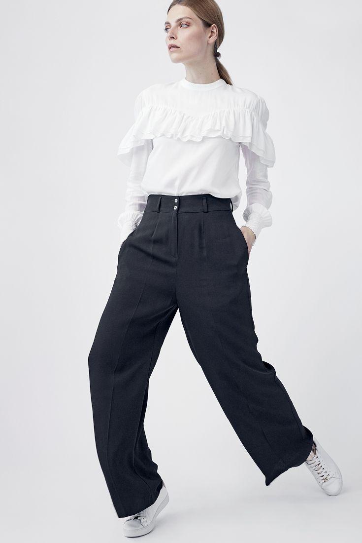 If you want to highlight your waist try trousers with a high waist and a wide leg. We just love these Riina-trousers from MARIMEKKO. #stockmann #inspiroidu