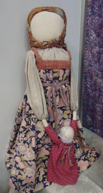 """Куклы Маши Дмитриевой. Необходимые материалы для """"Ведучки"""": - ткань белая х/б или лен; - набивка; - ткань х/б на сарафан побольше; - лоскуты 6 разнообразных расцветок на выбор (можно больше 6)."""