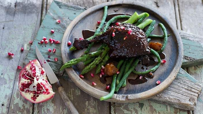 Duck with pomegranate | We continue our journey through the city of Istanbul with Somer Sivrioglu from Sydney's Efendy Restaurant. Somer tells us how to find the best food in the city, and speaks about the local fish industry, as well as sharing tips on how to cook fresh fish. Here he gives us a recipe for duck marylands covered with a sour pomegranate sauce.
