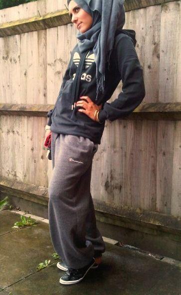 I like the way she wears hijab.Too cool DINA TOKI-O / LAZY DOLL