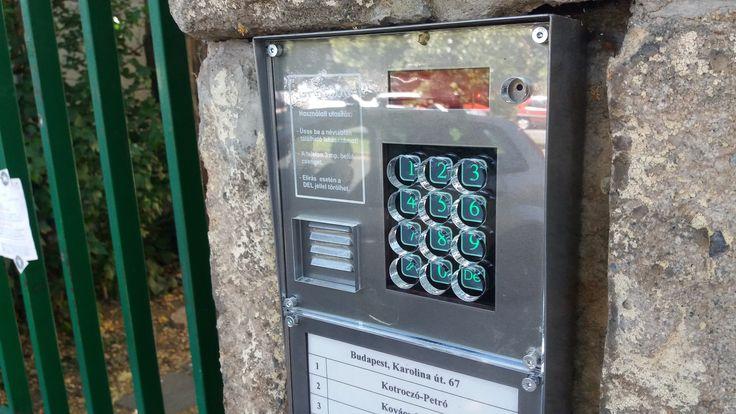 Védőplexi DP3000 és Codefon társasházi digitális kaputelefonokhoz. http://tarsashazikaputelefonok.hu/kaputelefon-kiegeszitok.html