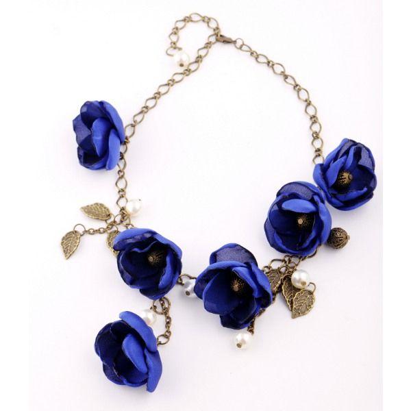 Ожерелье с цветами из ткани