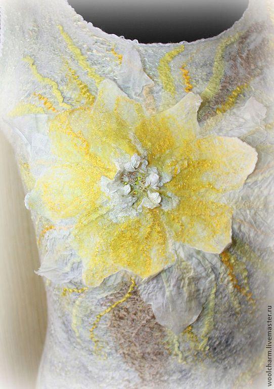 Купить Топ валяный Цветок кактуса Царица ночи - лимонный, цветочный, валяный топ