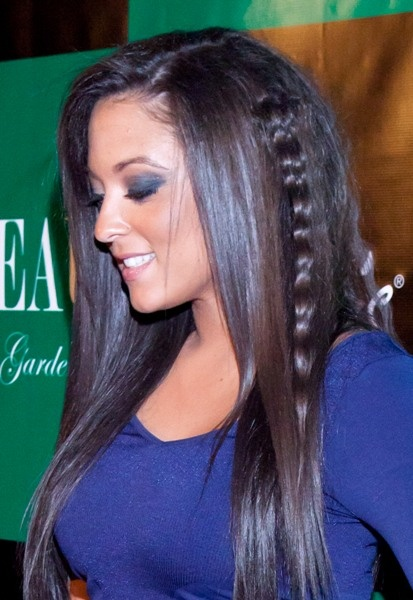 Sammi Giancola's long, brunette hairstyle, sammi giancola hairstyles 2