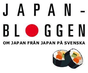 """Eftersom det föreligger en del missförstånd och förvirrade uttalandeni det  som skrivs i Sverige om wagyu och Kobe-kött,så tänkte vi gå till botten  med det hela.  WAGYU - japanskt nötkött  和牛 - wagyu - är """"japanskt nötkreatur"""". Tecknet wa betyder """"harmoni, fred""""  men används ofta i betydelsen """"japanskt någonting"""". 和食 - washoku - är  """"japansk mat"""", 和紙 - washi - är """"japanskt papper"""", etc.  Wagyu är i Japan definierat som kött frånnötkreatur som fötts upp och  slaktats i Japan.Det…"""