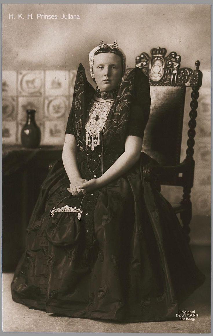 Prinses Juliana in Zeeuwse klederdracht 1922 uitgever: Blankwaardt  Schoonhoven, Rijswijk #Zeeland #Axel