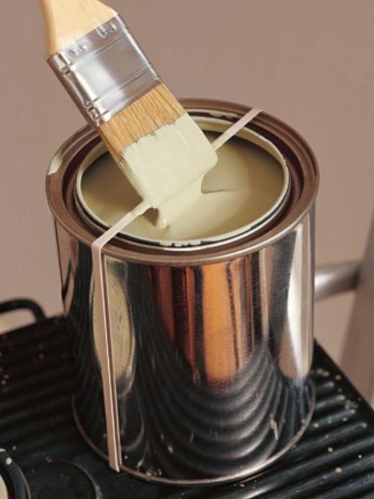 Bote de pintura con goma