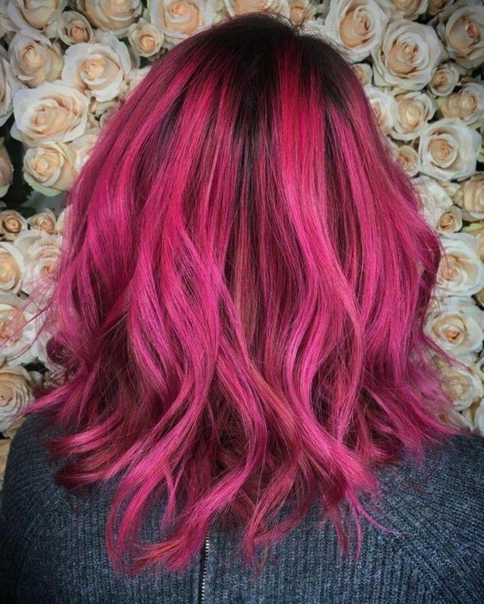 couleur de cheveux rouge cerise pour les plus audacieuses, des racines foncées