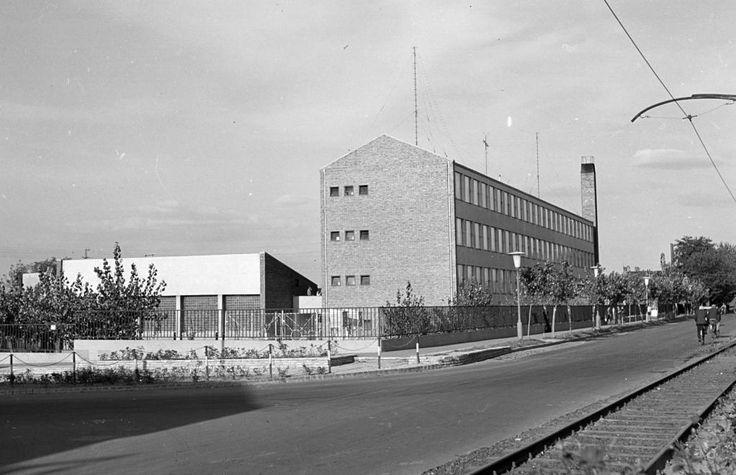 Felső-Tiszapart, Tisza-parti Gimnázium és Szakközépiskola (ma Széchenyi István Gimnázium és Szakközépiskola).