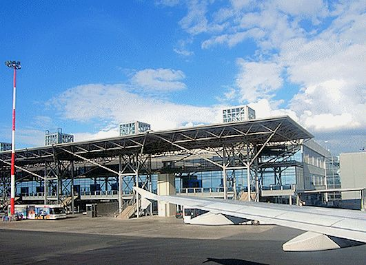 """Αεροδρόμιο """"Μακεδονία"""" - υγρομόνωση στεγάστρων κτιρίου (2000)"""
