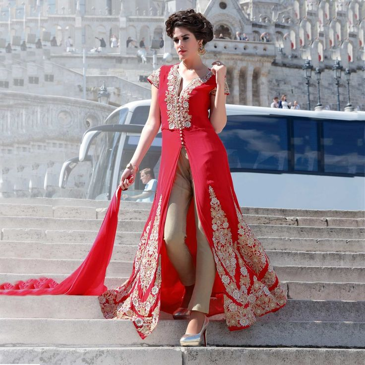 The sheer elegance of an Anarkali will ensure that it continues to be one of the favorite ethnic wear picks for Indian women. No Indian wedding or celebration is complete without the presence of the stunning anarkali. The detailings are expected to get finer with more raw fabrics and new cuts making their way into this fabulous ensemble.