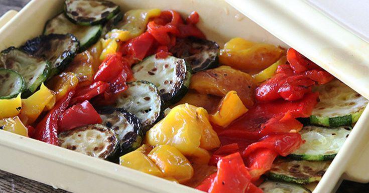 パプリカとズッキーニの色合いが美しい、夏にピッタリの南仏風の前菜です。