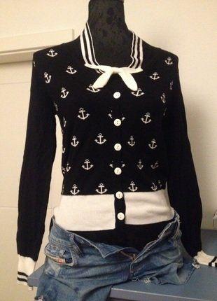 À vendre sur #vintedfrance ! http://www.vinted.fr/mode-femmes/pull-overs-and-sweat-shirts-cardigans/26056432-gilet-banned-noir-imprime-ancre-blanche-taille-s