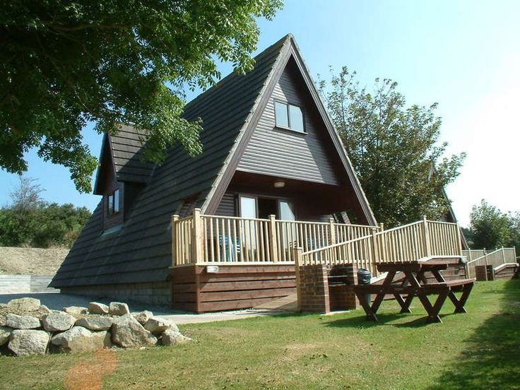 Riverside Holiday Park, Newquay, Cornwall, UK, England. Campsite. Holiday Park. Swimming Pool. Pets Welcome. Bar Onsite. Coast Nearby. Children Welcome.