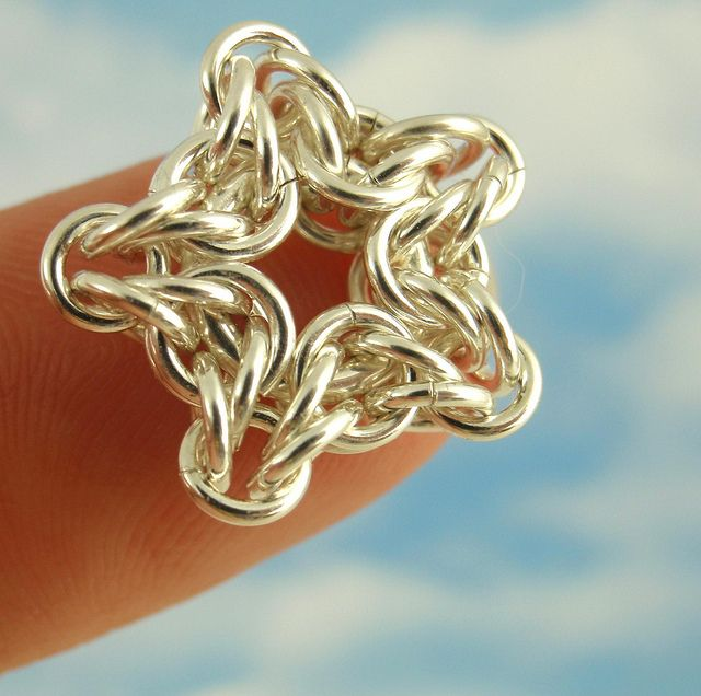 chainmail star tutorial - one large ring, 30 x 20g 3mm, 5 x 20g 2.5mm