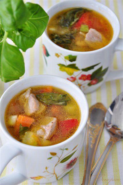 Диетический суп-гуляш с овощами и с индейкой.
