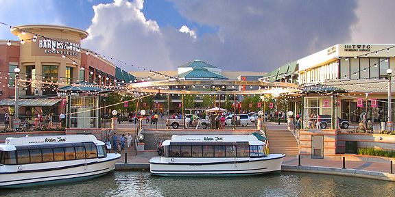 Shopping in The Woodlands, Texas (The Woodlands Mall)