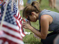 2015: Chattanooga, Tennessee  De 24-jarige Mohammod Youssuf Abdulazeez schiet om zich heen bij een marinekantoor. Vier militairen vinden de dood. Het motief van de schutter is onduidelijk.
