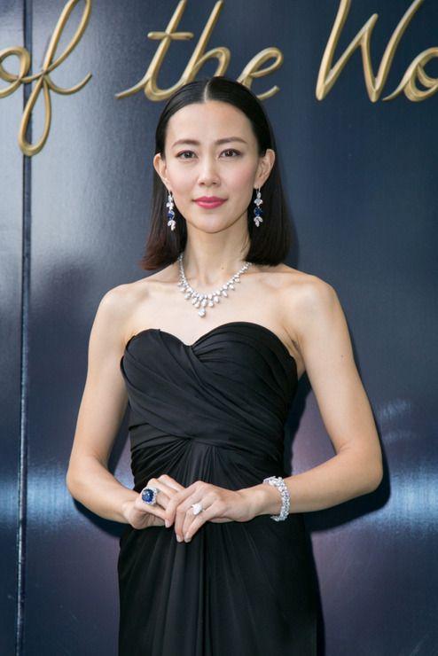 木村佳乃:総額29億円ジュエリーに「ドキドキ」 大胆ドレスでハリー・ウィンストン銀座本店に。