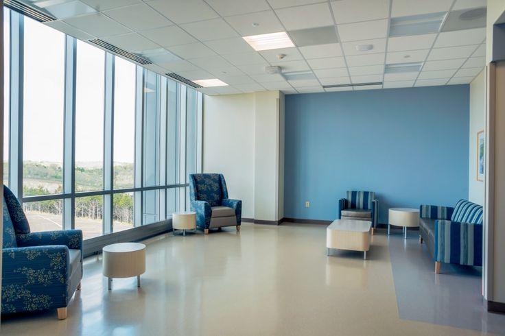 Não somos pisos vinílicos, somos pisos de borracha. Os pisos Nora são 100% de borracha, baseados em qualidade e sustentabilidade com mais de 300 variações de cores e design, totalmente ergonômico, certificação LEED, resistente a manchas, ao grande tráfego comercial e voltado para diversas aplicações. Instalação dos pisos noraplan® signa - environcare no St. Mary´s Health Center em Jefferson City | USA.