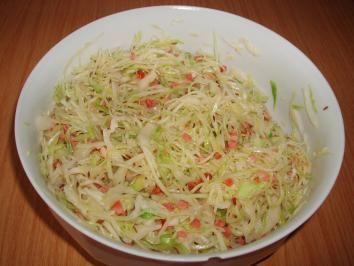 Das perfekte Bayerischer Krautsalat-Rezept mit Bild und einfacher Schritt-für-Schritt-Anleitung: Weißkraut fein schneiden oder hobeln und in eine…