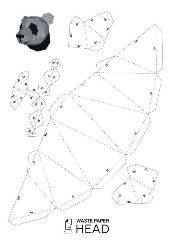 ¡Usted puede hacer una pandas de cabeza de papel para decoración de interiores! Impresión digital (patrón de la trama. Pandas cabeza PDF) contiene 6 páginas y 20 partes (nivel: intermedio). Con él usted puede crear una escultura de papel poligonal. Para obtener el resultado final debe seguir los siguientes pasos sencillos: 1. imprime la plantilla en papel grueso. Para ello debe comprar densidad de papel de color 160-240 g/m2. Dimensiones de la futura escultura depende del tamaño del p...