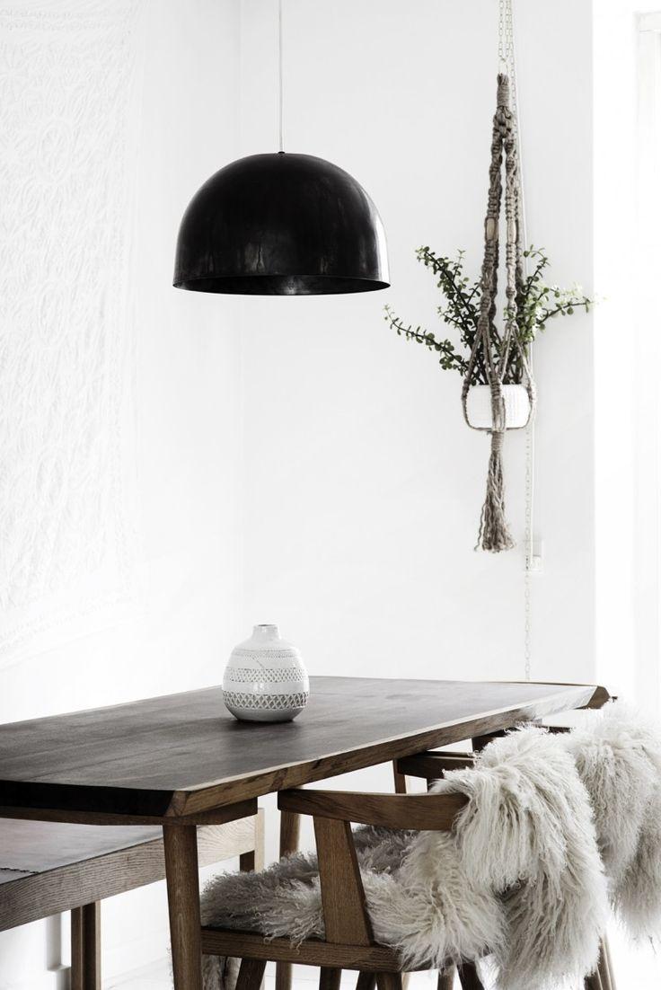 Lekker lampe fra KHB Møbelsnedkeri i gunmetal. Lampen er laget i Danmark og spunnet for hånd. Lampen kommer i to størrelser. KLIKK HER for å se hvordan lampen lages.Leveringstid: 1-2 uker