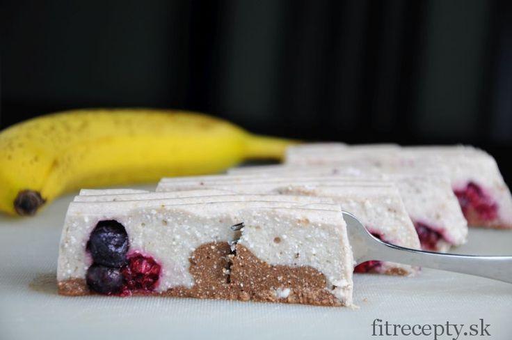 Ingrediencie (na 8 porcií): 2 banány 300g jemného tvarohu 2 PL želatíny v prášku 100ml horúcejvody 1 PL kakaa 1 PL medu/agáve/javorového sirupu alebo trochastévie 100g bobuľovitého ovocia (môže byť aj rozmrazené) Postup: V mixéri si spolu zmixujeme banány s tvarohom. Pridáme želatínu rozpustenú v 100ml horúcejvody a opäť zmixujeme. Keď je cesto bez hrudiek, […]