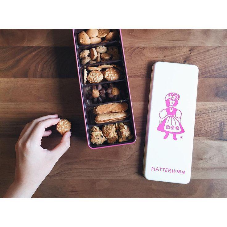 美味しいのはもちろん、日持ちもする焼き菓子は手土産にぴったり!今回は巴裡 小川軒のレイズンウィッチ、マッターホーンのクッキー、ローズベーカリーのキャロットケーキ、アトリエタタンのチーズケーキ、沖縄発「北極」のオリジナルクッキー、銀座ウエストのギフトセット、資生堂パーラーの花椿ビスケットの7つを紹介します。誰にでも喜ばれる定番の老舗店の焼き菓子や、ちょっと特別な時の手土産、知る人ぞ知るオリジナル焼き菓子などを手土産として選んでみませんか?