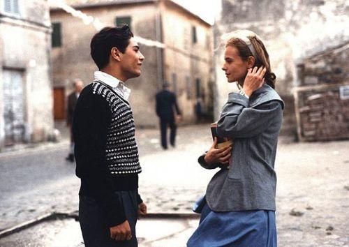 The girl's fashion in Cinema Paradiso was V Prada...