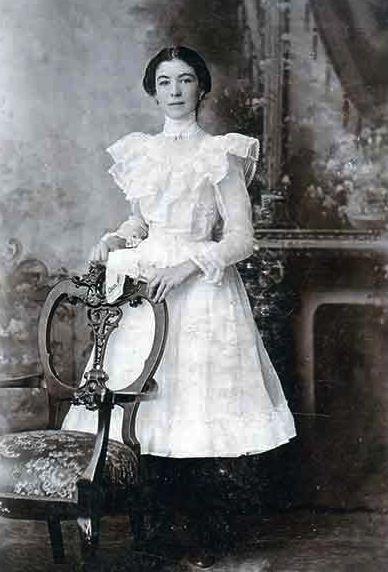 victorian young woman  Google Search  Sweeney Todd  Victorian fashion Fashion photo