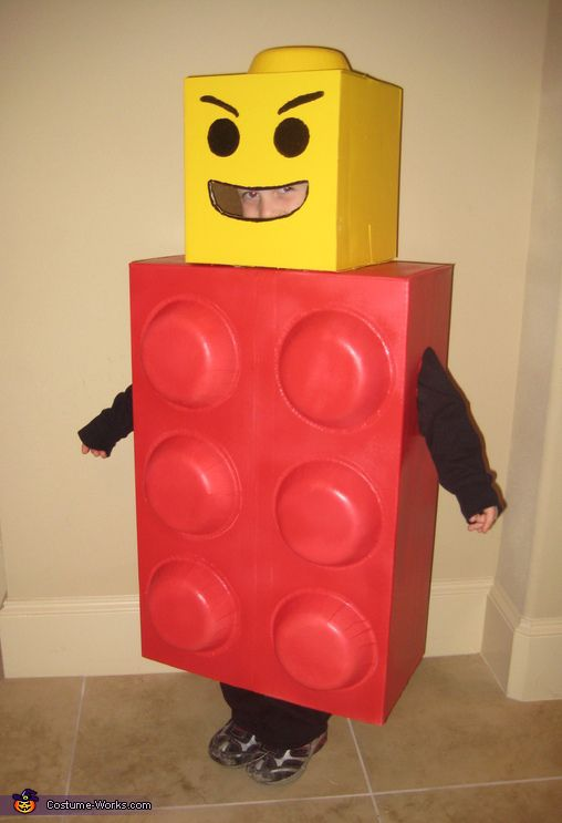 Lego Man Costume - Halloween Costume Contest via @costumeworks. 2 cardboard boxes for the head and body, glossy spray paint, and disposable paper bowls on the body and head. Paint on the face and cut out the mouth.