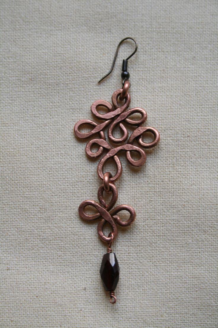 Copper wire single earring granate stone