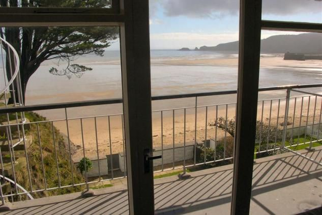 Situated on the second floor Beach Court 22 has a recently refurbished living room and bedroom and is a bright and airy flat with a fabulous view. Being on The Strand it is ideal for easy access to the pretty village of Saundersfoot with its shops, inns and restaurants.